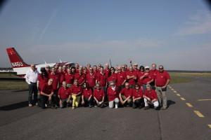 Uczestnicy rajdu lotniczego AOPA FLY OUT POLAND 2014 na płycie lotniska w Toruniu